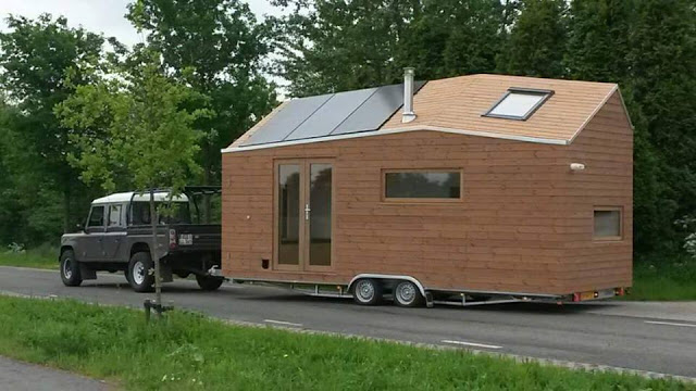 Tiny House on Wheels – Surprisingly Light and Airy Interior!